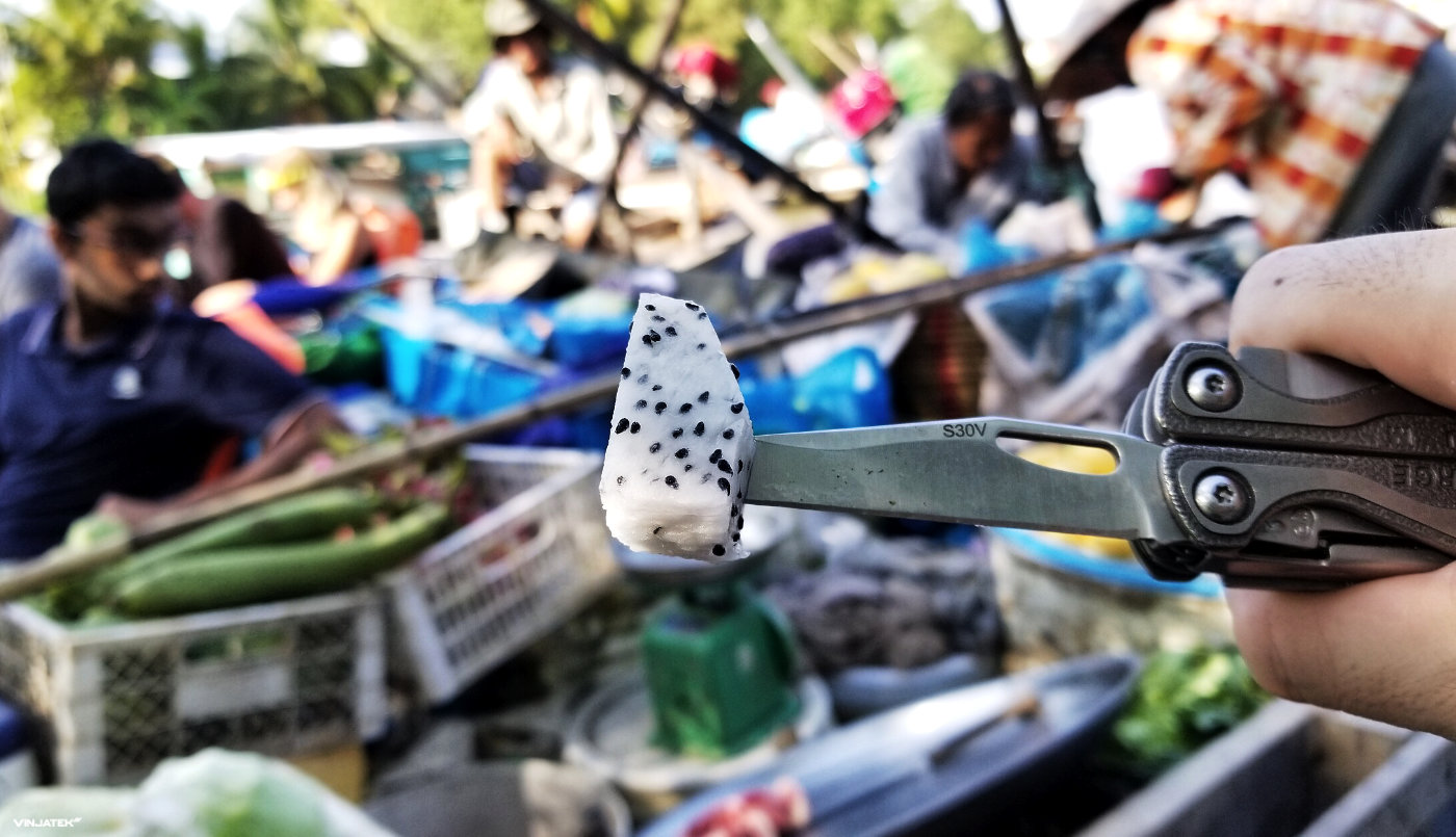 Urban Foraging Survival Skill in The Mekong Delta, Vietnam With a Leatherman Charge TTi /// Vinjatek