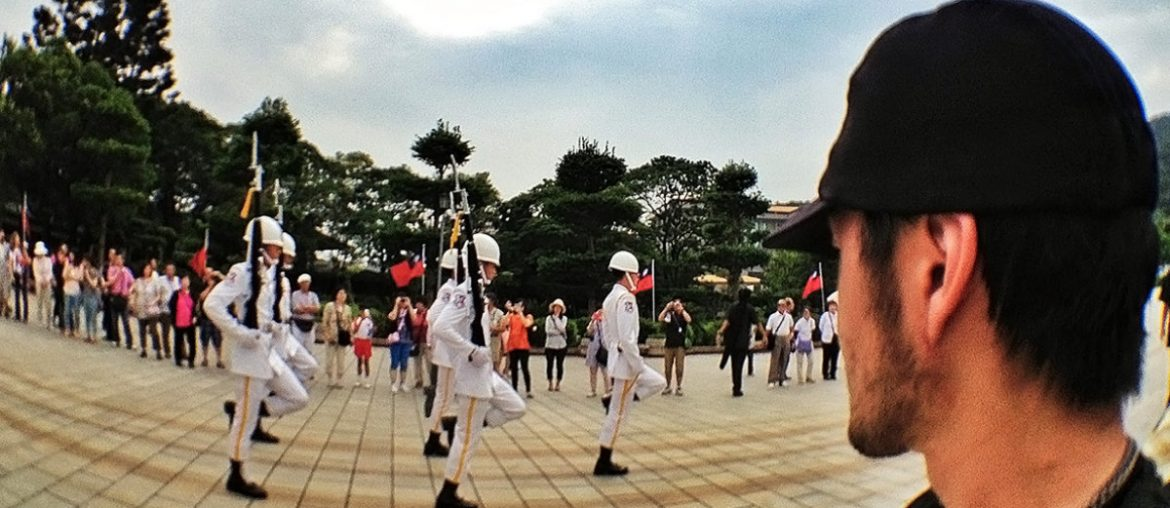 Changing of the Guard at National Revolutionary Martyrs' Shrine in Taipei, Taiwan /// Vinjatek