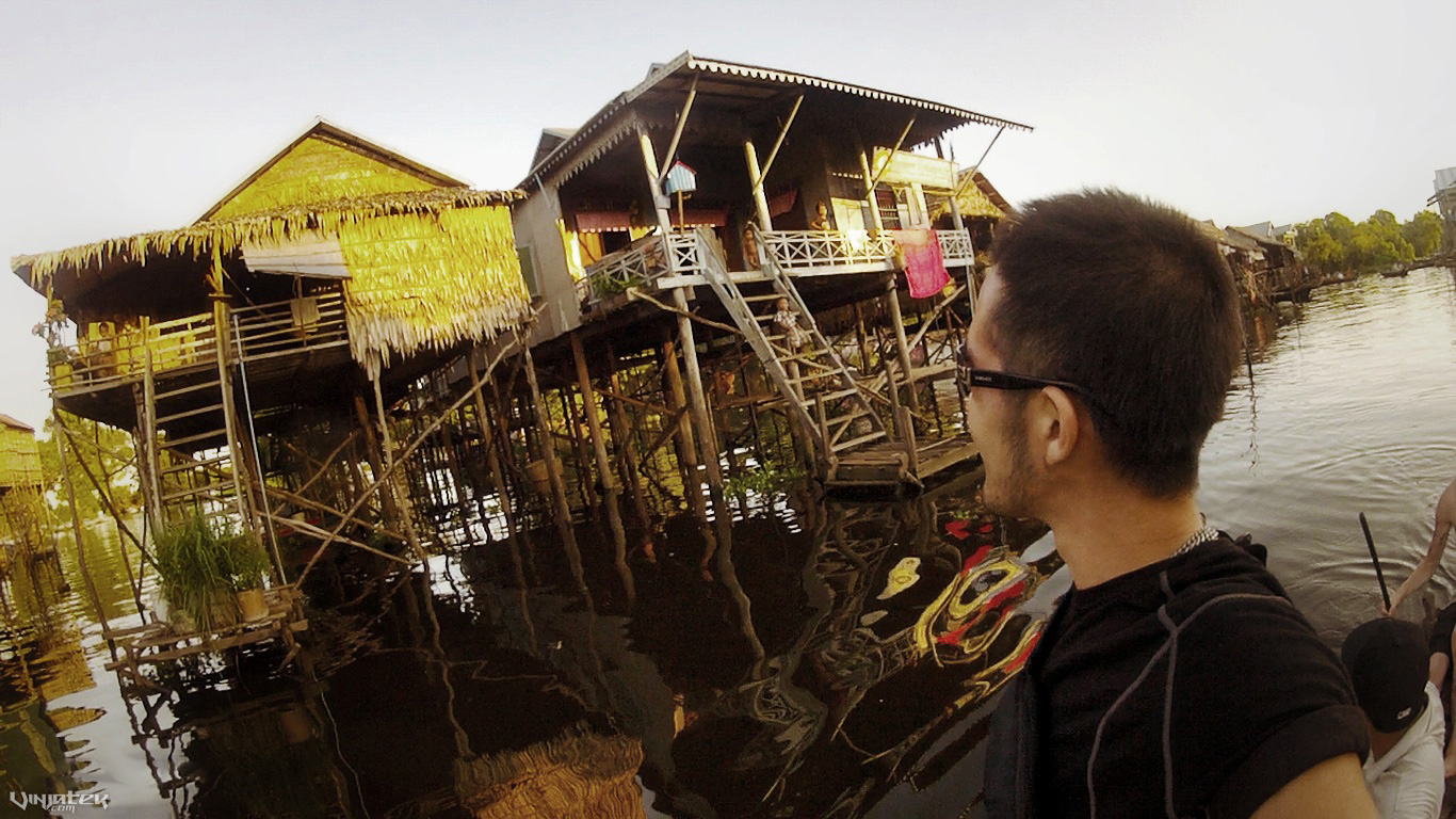 - A Boat Ride Through a Floating Village in Cambodia /// Vinjatek