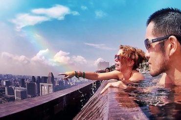 Marina Bay Sands Infinity Pool in Singapore /// Vinjatek