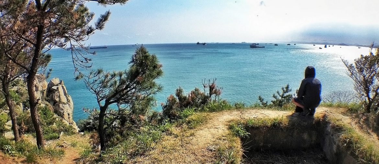 On the cliff of Oryukdo Island in Korea /// Vinjatek