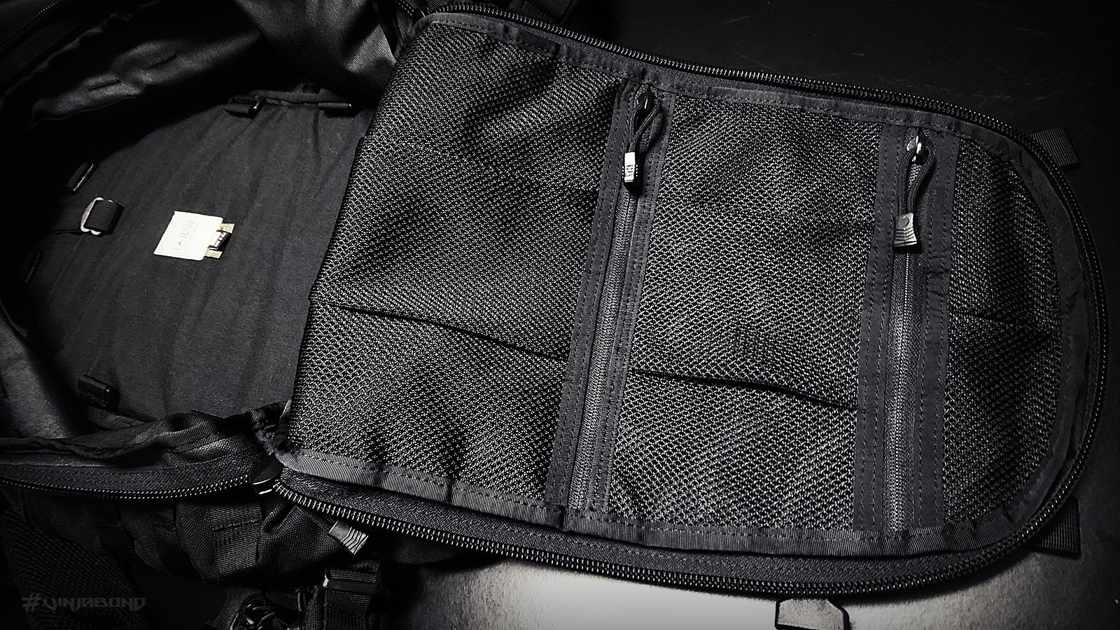 - Dual Internal Mesh Pockets -