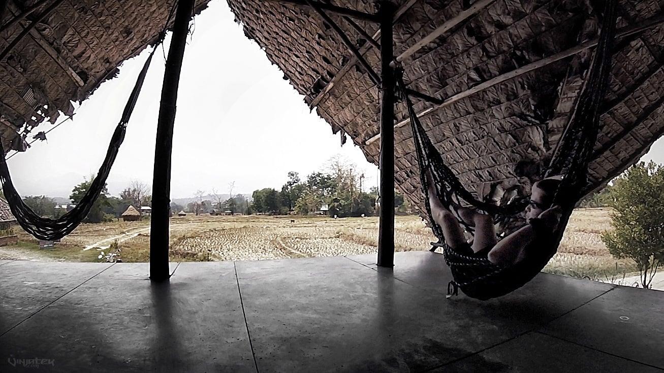 Chilling on a Hammock in Pai, Thailand /// Vinjatek
