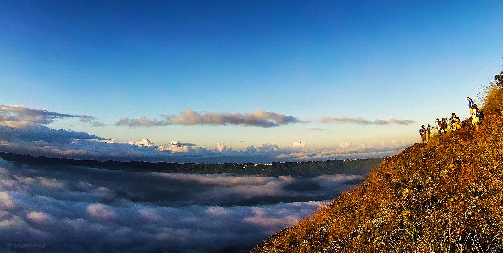 Lake Batur at sunrise /// Vinjabond