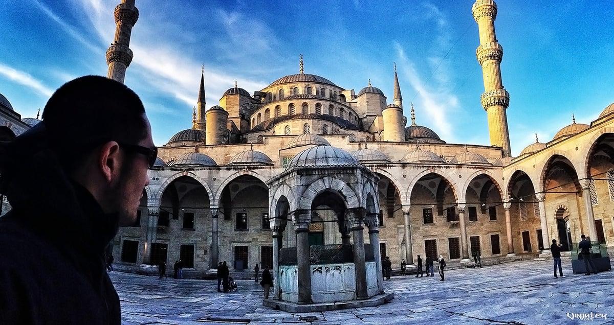Blue Mosque in Istanbul, Turkey /// Vinjatek