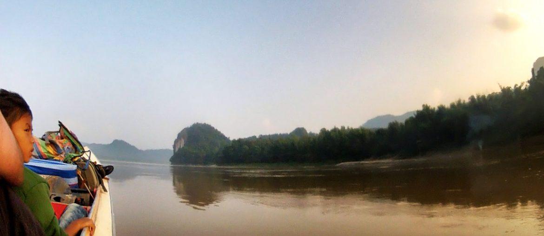 PHOTO: Crossing The Thailand / Laos Border via The Mekong River /// Vinjatek