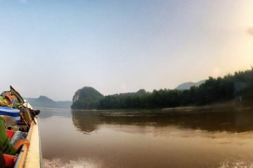 PHOTO: Crossing The Thailand / Laos Border via The Mekong River /// Vinjatek