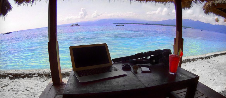 How to Be a Digital Nomad : Office on Gili Meno Island, Indonesia /// Vinjatek
