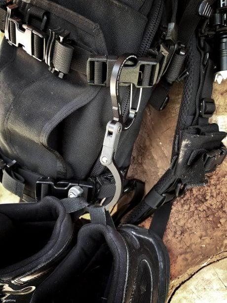 Heroclip Hanging a Backpack Hanging Boots /// Vinjatek