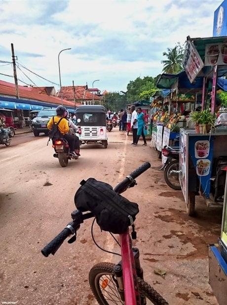 Cycling in Siem Reap, Cambodia /// Vinjatek
