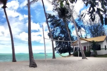 Lime N Soda Beachfront Resort Bungalow in Koh Phangan Island, Thailand /// Vinjatek