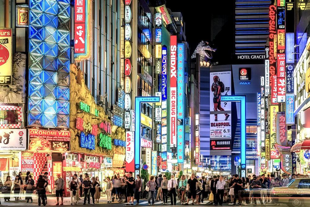 Night at Kabuki Central Road in Shibuya, Tokyo, Japan /// Vinjatek