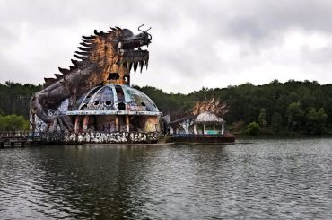 Abandoned Waterpark of Hue, Vietnam /// Vinjatek