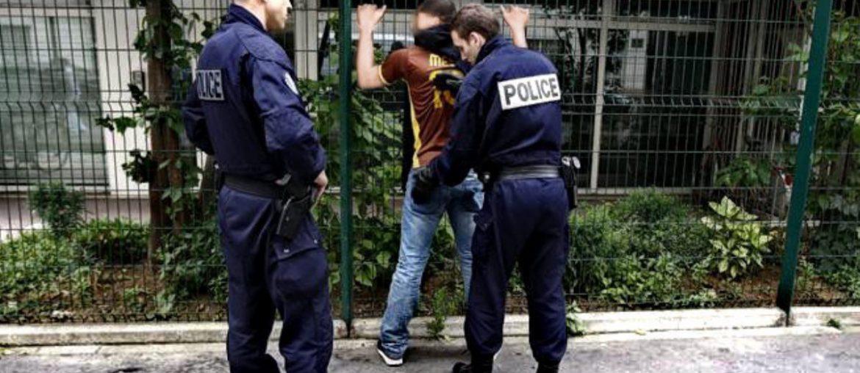 Police Searching a Suspect on The Street /// Vinjatek