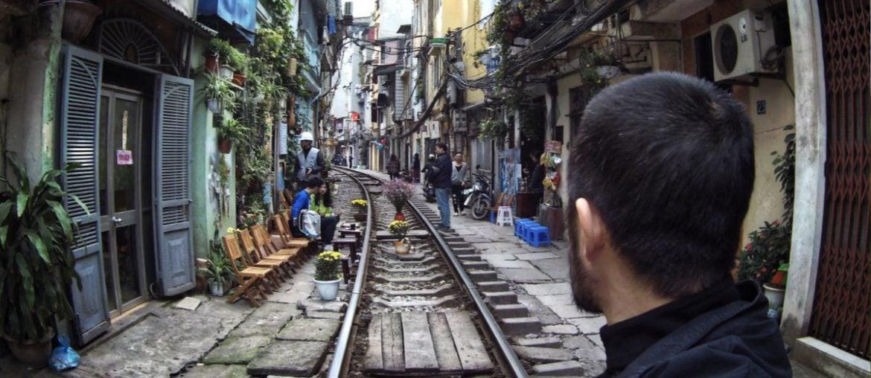 Hanoi Train Street in Vietnam /// Vinjatek