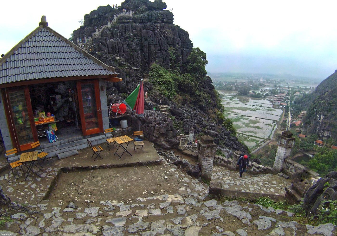Bodega on Hang Mua Mountain in Ninh Binh, Vietnam /// Vinjatek