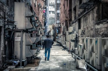 Dangerous Alleyway in Hong Kong, China /// Vinjatek