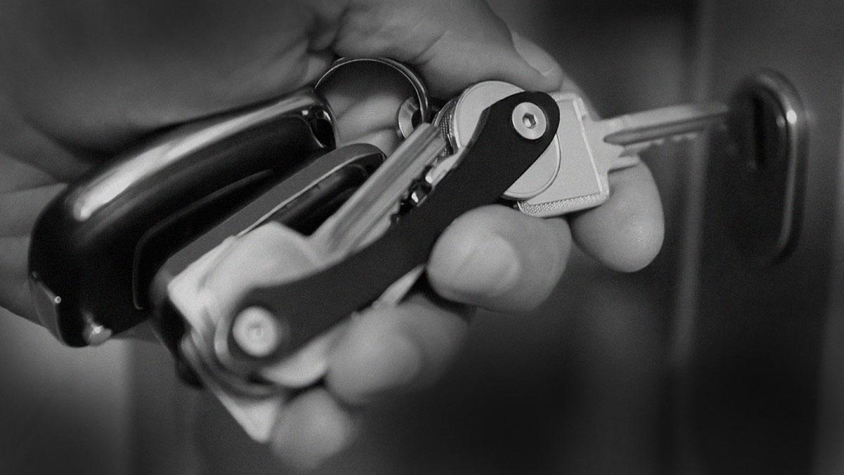 Leather Smart Key Holder Organizer Portable Clip Keyring Keychain Pocket Tool